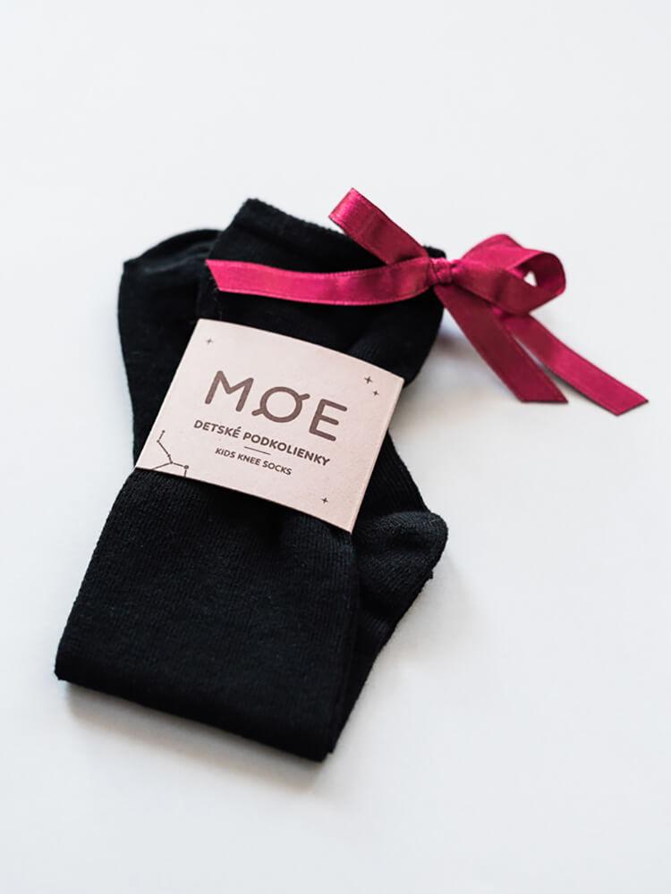 Podkolienky čierne s bordovou mašličkou Moe